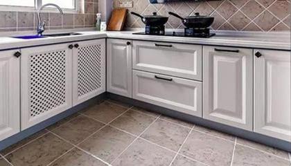 选用经典拉手让厨房更大气
